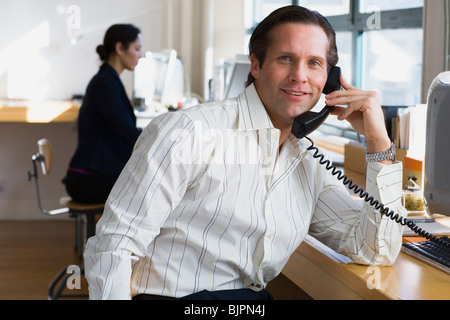 Geschäftsmann am Telefon - Stockfoto