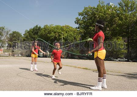 Mädchen-überspringen - Stockfoto