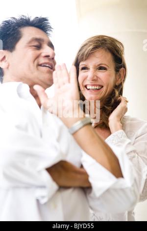Paar mittleren Alters gemeinsam lachen in Nahaufnahme - Stockfoto