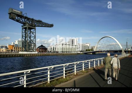 Stobcross Kran / Finnieston Kran / Clydeport Kran, Clyde Arc Brücke, Pacific Quay, River Clyde, Glasgow, Schottland - Stockfoto