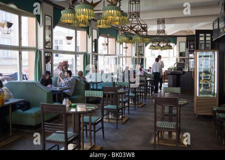 Café, Haus der schwarzen Madonna, Old Town, Prag, Tschechische Republik - Stockfoto