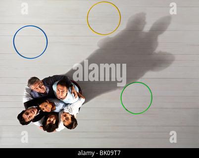 Business-Männer und Frauen im Kreis - Stockfoto