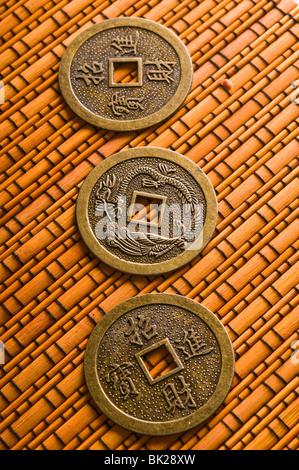 Chinesisch I Ching Münzen Für Weissagung Stockfoto Bild 166909937