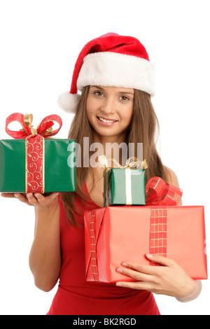 Porträt der jungen Frau hält Weihnachtsgeschenke isoliert auf weißem Hintergrund - Stockfoto