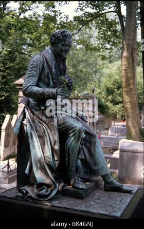 Grabmal von Pierre Cartellier für Dominique Vivant, Baron de Denon am Friedhof Pere Lachaise in Paris, Frankreich