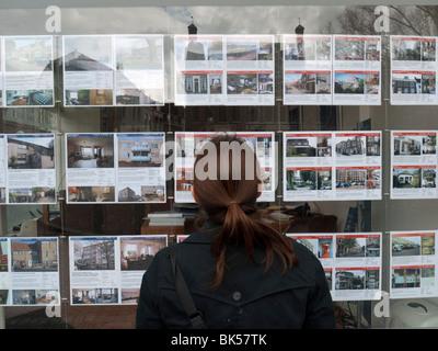 Immobilienmakler stockfoto bild 8571310 alamy for Immobilienmakler verkauf