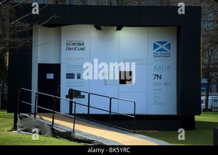 Kartenverkauf für das Science Festival in Edinburgh. - Stockfoto