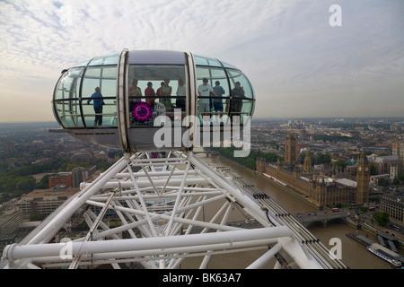 Menschen in Kapsel, London Eye, London, England - Stockfoto