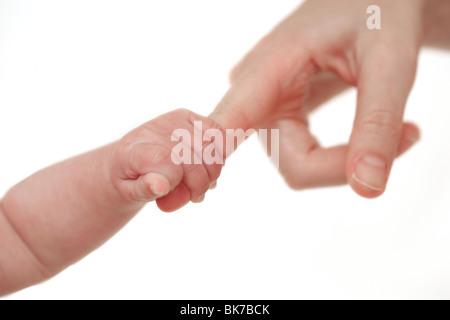 Baby mit ihrer Mutter finger - Stockfoto