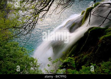 Milanovac See und Wasserfall im Nationalpark Plitvicer Seen, Kroatien - Stockfoto