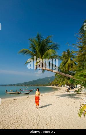 Frau am Strand, Lamai Beach, Koh Samui Insel, Thailand, Asien - Stockfoto