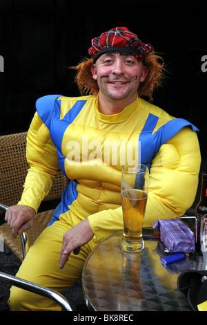 Wolverine Outfit & schottischen Tammy Hut, Grassmarket, Junggesellenabschied, Edinburgh, Schottland - Stockfoto