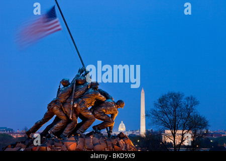 Iwo Jima Marines Memorial in der Dämmerung in der Nähe von Arlington Nationalfriedhof Arlington Virginia USA - Stockfoto