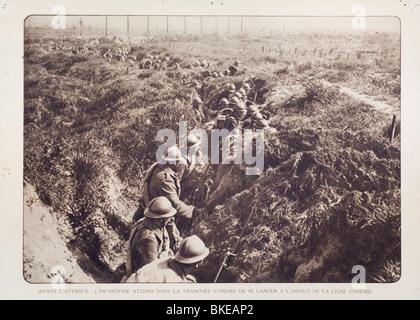 Belgische WWI Infanterie Soldaten in Schützengräben warten, deutschen in West-Flandern während Erster Weltkrieg - Stockfoto