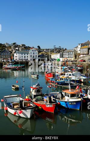Angelboote/Fischerboote im Hafen von Mevagissey in Cornwall, Großbritannien - Stockfoto