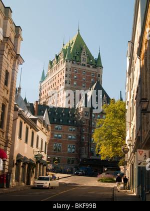 Das Chateau Frontenac hoch über der Altstadt von Quebec, Kanada - Stockfoto