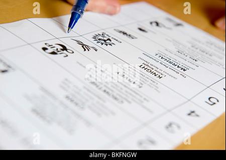 generische Ausfüllen von Post Stimmzettel für den allgemeinen Wahlen am 6. Mai 2010 - Stockfoto