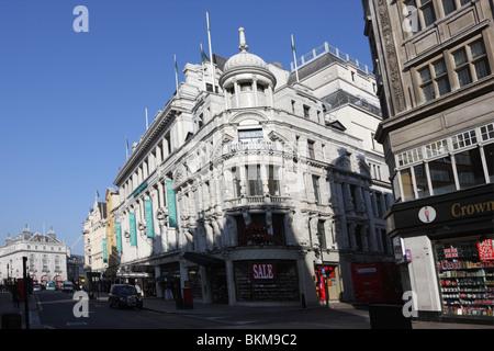 london city of westminster w1 coventry street l den verkaufen zigaretten alkoholfreie getr nke. Black Bedroom Furniture Sets. Home Design Ideas