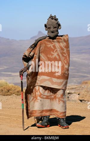 Basotho-Hirte, die lebt mit seinem Vieh in die hohe Malutiberge des Königreichs Lesotho, Südafrika - Stockfoto