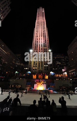 rockefeller center eine eislaufbahn in midtown manhattan in new york city stockfoto bild. Black Bedroom Furniture Sets. Home Design Ideas