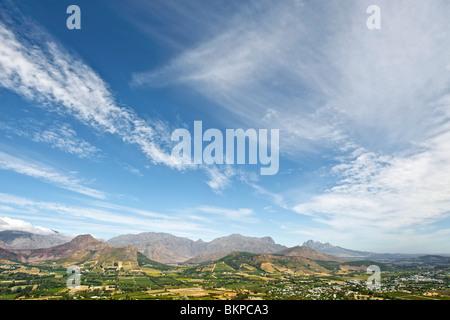 Blick über die Weinberge des Franschhoek Valley, Provinz Westkap, Südafrika. - Stockfoto