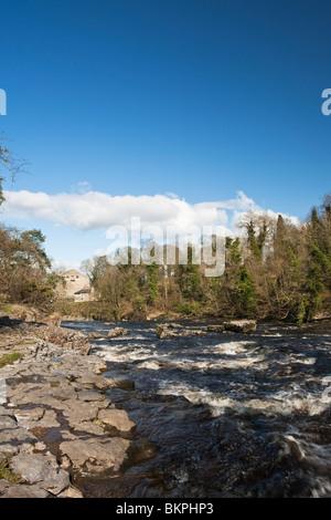 Aysgarth fällt auf den Fluß Ure in der Yorkshire Dales National Park, Uk - Stockfoto