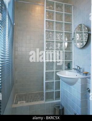 einfarbige interieur mit glasbaustein wand stockfoto bild 276971005 alamy. Black Bedroom Furniture Sets. Home Design Ideas