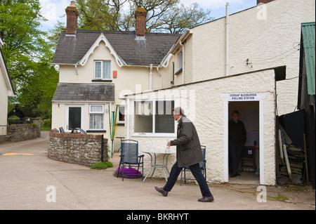 Wahllokal auf Bauernhof am Tredunnock im Monmouth Wahlkreis South Wales UK - Stockfoto