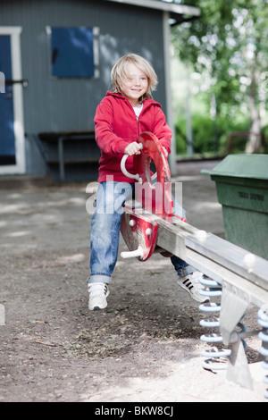 Kind auf Spielplatz - Stockfoto