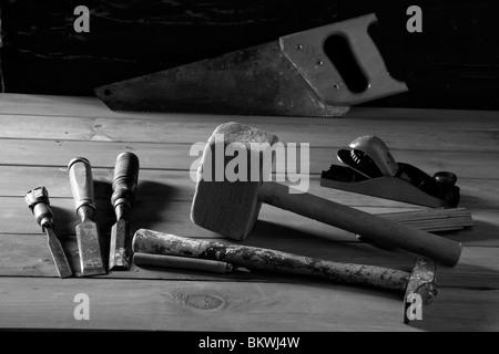Schreiner Handwerker Handwerkzeuge sah Hammer Holz Klebeband Flugzeug Beitel - Stockfoto