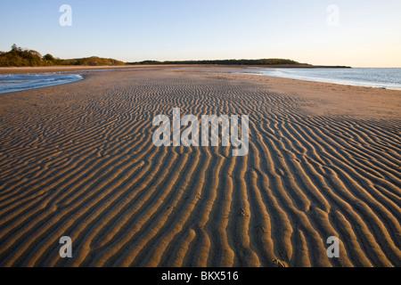 Muster in den Sand am Strand von der Verlagerung viel Preserve in Plymouth, Massachusetts.  Cape Cod Bay - Stockfoto