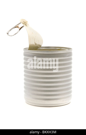 Geöffnete Dose auf weißem Hintergrund Stockfoto