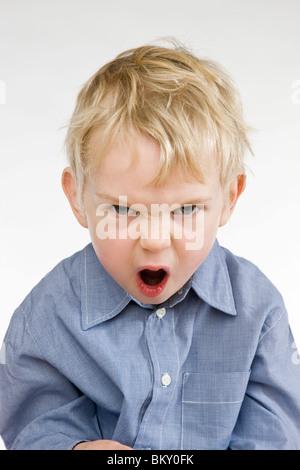 Kleinkind wütenden jungen schreien - Stockfoto
