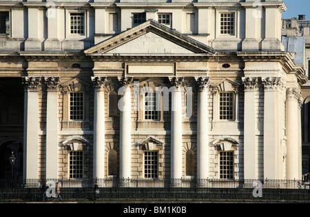 Der Ostflügel des Royal Naval College in Greenwich, die feine Spalten im Stil des Pantheon mit einem Giebel über - Stockfoto