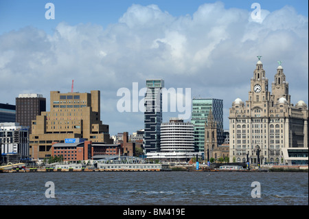 Leber geb ude aus den fluss mersey uk stockfoto bild for Moderne architektur gebaude