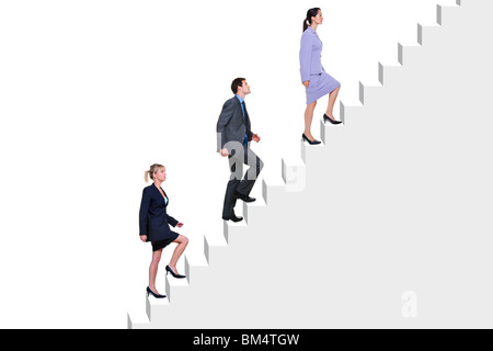 Drei Geschäftsleute klettern einen Flug der Treppe, weißen Hintergrund. - Stockfoto