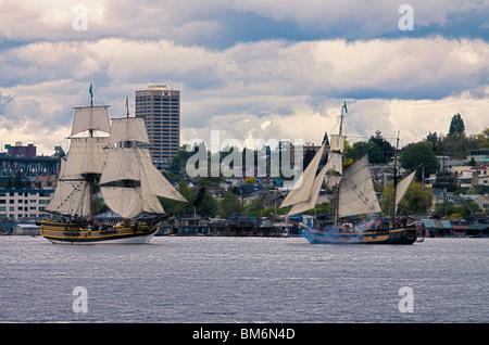 Lady Washington und Hawaiian Chieftan Großsegler, Lake Union, Seattle, Washington - Stockfoto