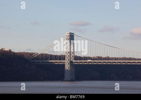 Die George Washington Bridge über den Hudson River - Stockfoto