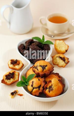 Pflaumen-Muffins. Rezept zur Verfügung. - Stockfoto