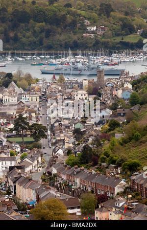 Großbritannien, England, Devon, Dartmouth, erhöhten Blick auf Stadt, Typ 23 Marine Fregatte HMS Kent vor Anker am - Stockfoto