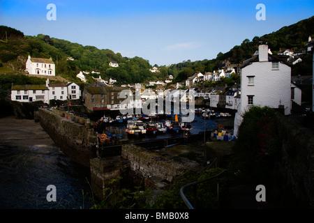 Polperro ein kleiner Fischerhafen an der Küste von Cornwall - Stockfoto