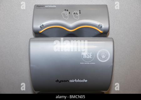 Dyson airblade hand trockner stockfoto bild: 31801232 alamy