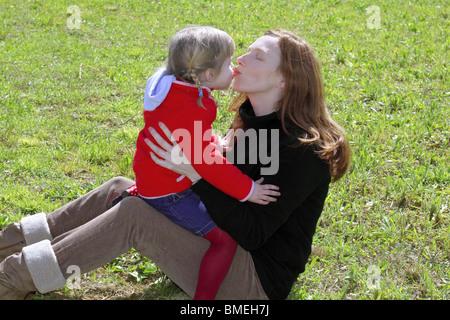 Küsst zunge mit mutter kind Down