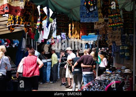 Paris frankreich menschen flohmarkt einkaufen montreuil rag handel billige gebrauchte - Porte de saint ouen paris ...