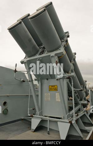 Rakete starten Röhren an Bord der HMS Monmouth, Art 23 Fregatten - Stockfoto