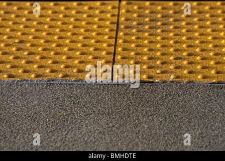 Detail des u-Bahn-Bahnsteig hautnah - Stockfoto
