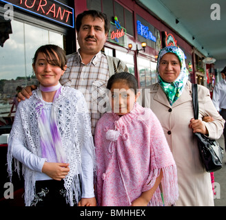 Istanbul Türkei türkische Familie Vater Mutter Sohn Tochter - Stockfoto