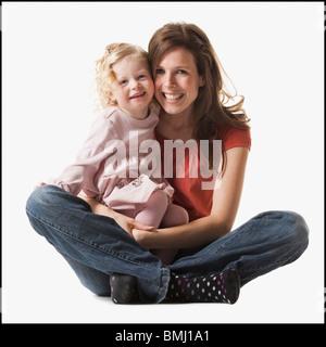 Mutter Tochter der Holding in ihrem Schoß - Stockfoto