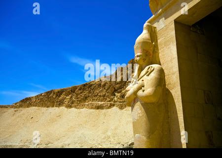 Osirian Statue der Königin Hatshepsut in Deir el-Bahri, Ägypten - Stockfoto