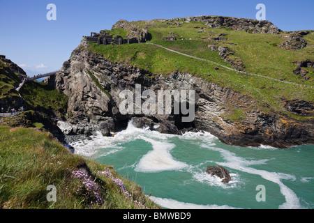 Tintagel Castle und Haven Tintagel, Cornwall, England - Stockfoto